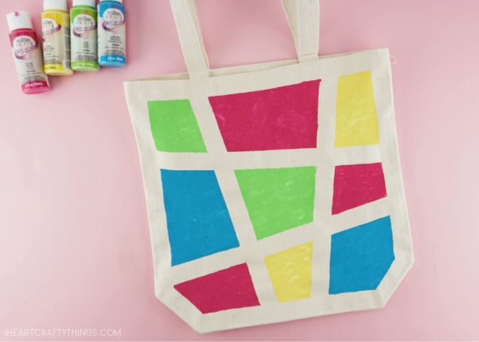 Close up image of what the diy painted canvas bag looks like with the painters tape removed.